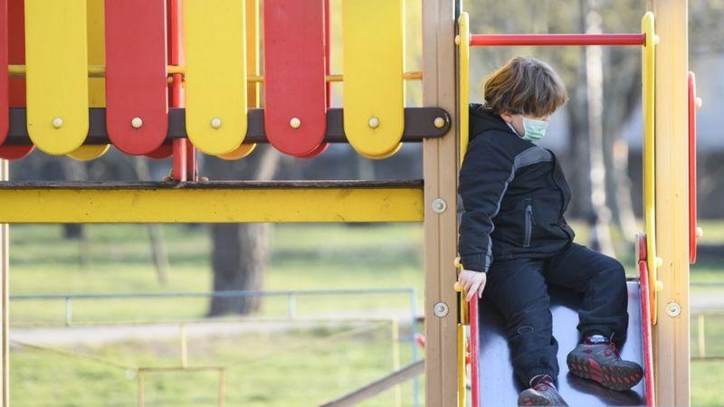 Діти хворіють на коронавірус значно легше, ніж дорослі - але чи значить це, що вони менше поширюють вірус?