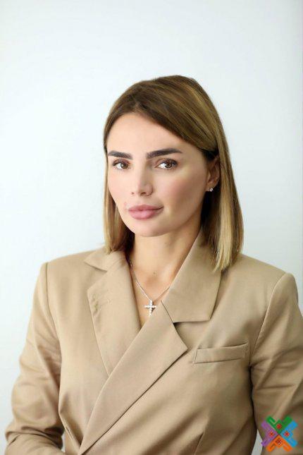 ЛАБАЗЮК ВІОЛЕТА ОЛЕКСАНДРІВНА  Детальніше на сайті - Хмельницька обласна рада: https://km-oblrada.gov.ua/management-regional-council/golova-xmelnickoi-oblasnoi/